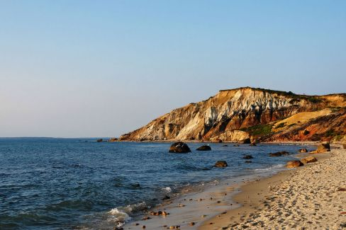 1280px-Gay_Head_Cliffs_-_Aquinnah_-_Martha's_Vineyard_-_MA_-_USA